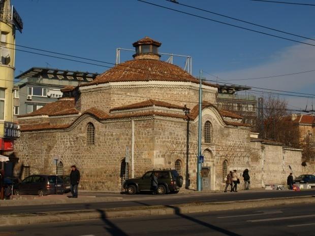 """Зала за Съвременно изкуство """"Баня Старинна"""" - Градска художествена галерия"""